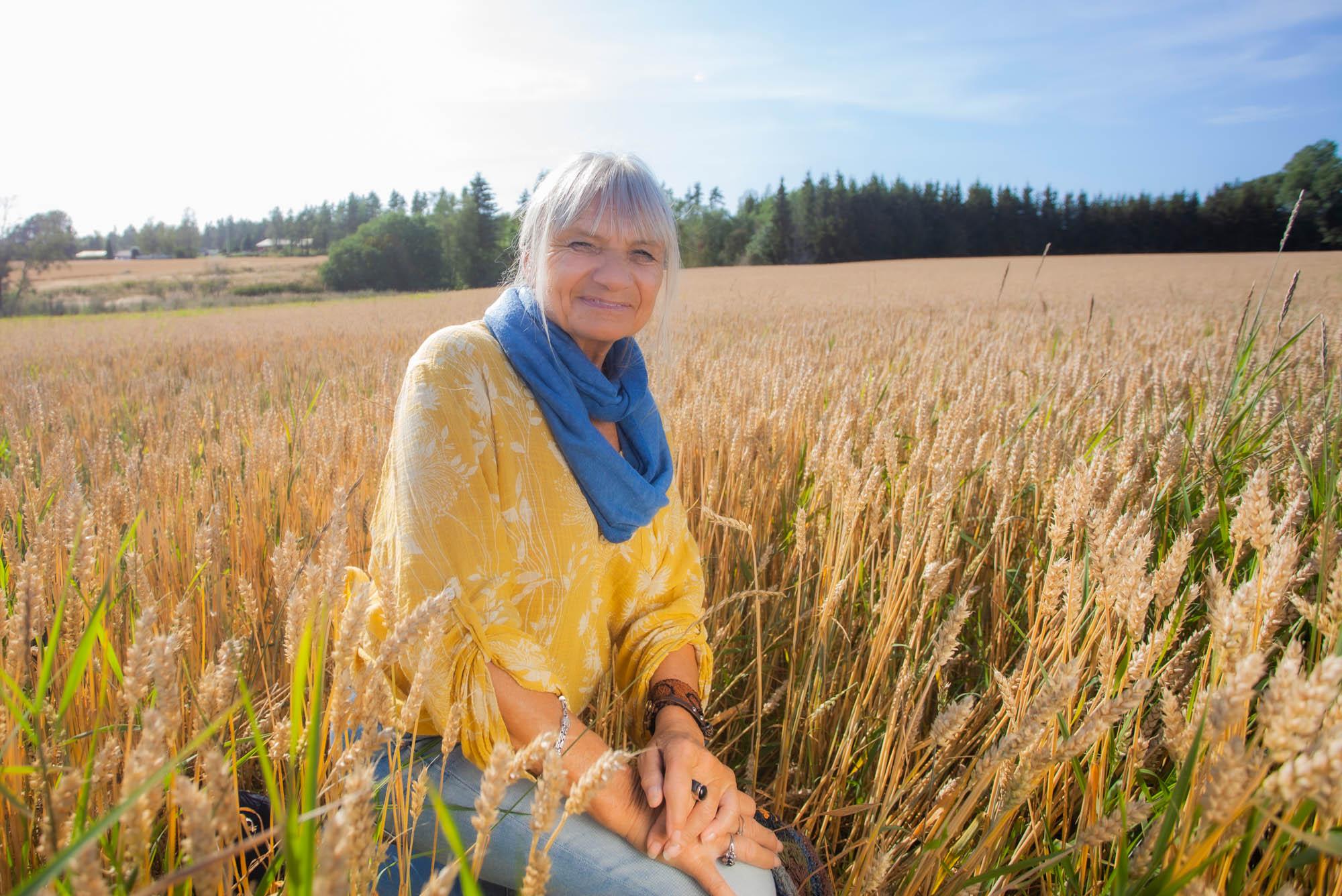 Kundeopplevelser - Liv Karin på enga utenfor Skiptvet